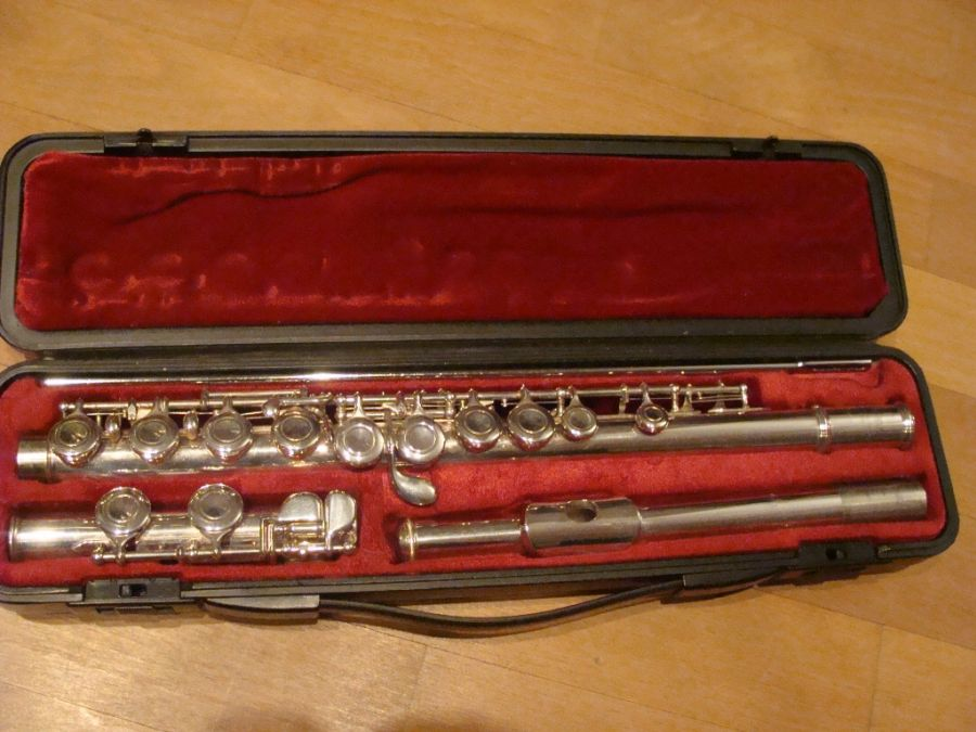 yamaha yfl 211s flute used made in japan woodwinds. Black Bedroom Furniture Sets. Home Design Ideas